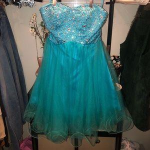 NWOT Women's Boutique Formal Dress Size 8